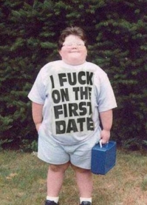 40_people_wearing_t-shirts_they_shouldnt_be_wearing_20090603_1998921929